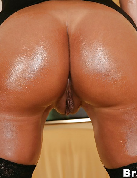 Classy black vixen takes her black lingerie off and rides a big hard meat pole