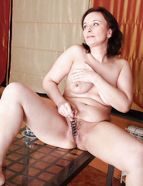 Foxy mature vixen takes her robe off and then fingers her hungry chubby cunt