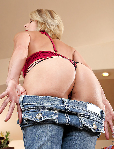 Smoking hot busty MILF takes her tight blue jeans off and pounds her muff with a toy