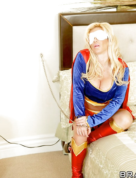 Slutty big breasted MILF supergirl screams as she takes a ride on Superman's cock
