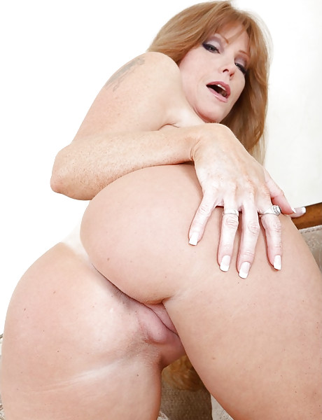 Good looking MILF bitch takes her clothes off and slurps on massive hard shaft.