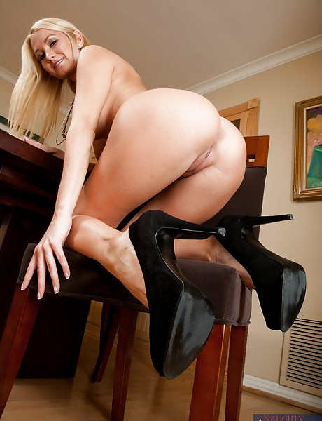 Lusty blonde vixen takes her dress off and gets her fanny rammed hard and fast.