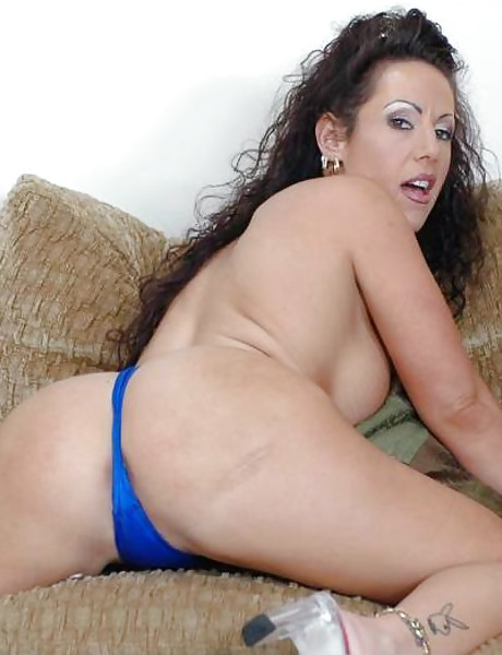 Smoking hot brunette chick spreads her legs and gets her mature cunt nailed hard.