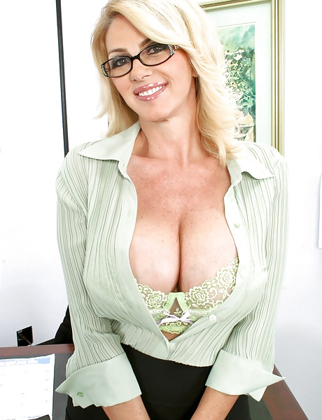 Hot busty MILF secretary takes her lingerie off and gets her fanny eaten out.