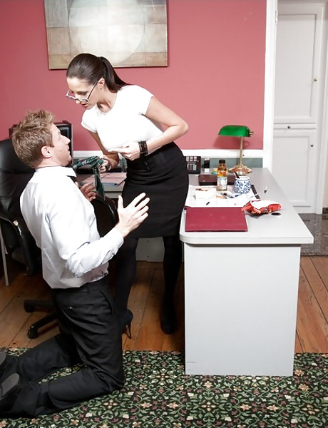 Horny office bitch seduces her coworker and gets fucked in black stockings.
