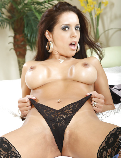 Tanned brunette momma with big breast wearing sexy lingerie sticking dildo up her vag