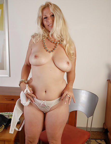 big tits Beautiful mature blonde