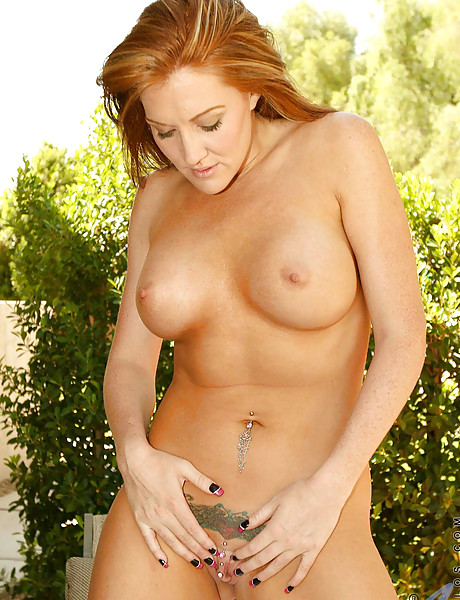 Hot tanned milf with a tight round meaty ass and big round boobs poses and teases