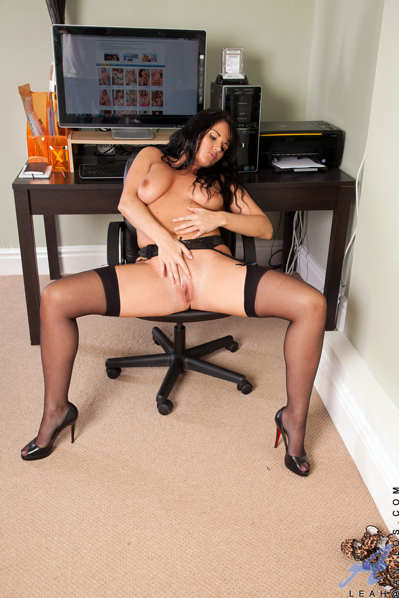 Slutty secretary shows her boss her naughty side