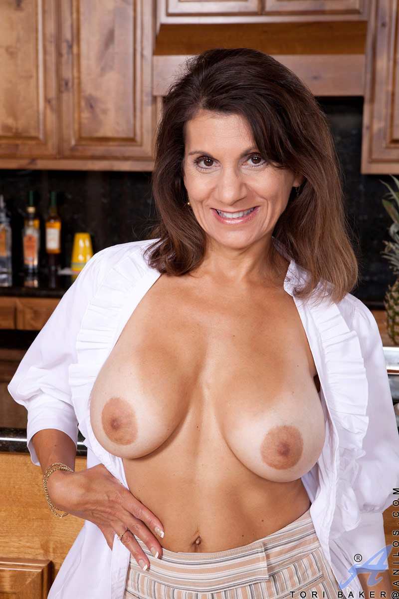 nude-milf-cougar-muff-mature-young-boy-clean