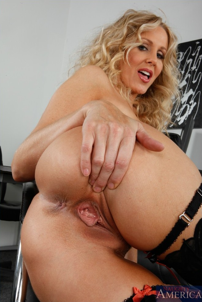 Mature Lady In Stocking And Heels Gets Fucked