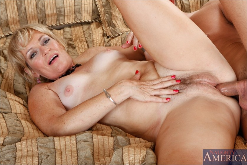 Busty mature bitch fucking with experience