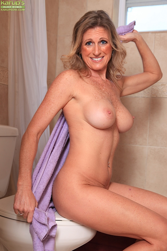 Shower mature blonde milf