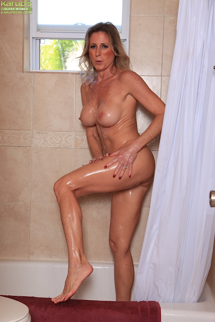 Nude milfs with big boobs in shower