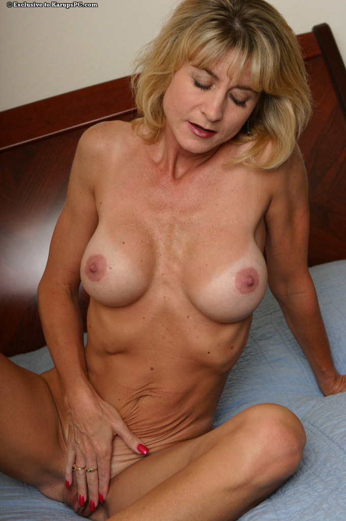 REIFE SWINGER – Natural tits mature fucked in the pussy