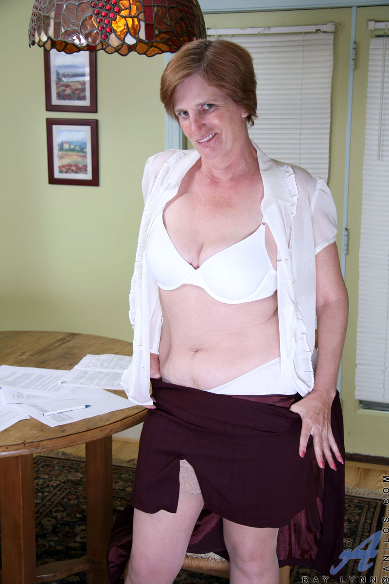 legs saggy boobs Naked picture hairy granny