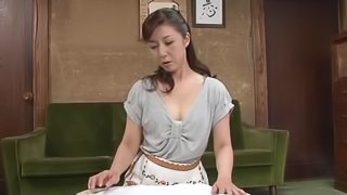Solo sex clip of Japanese milf pleasing herself with fingering
