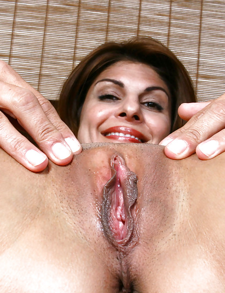 Hot shaved pussy fingering