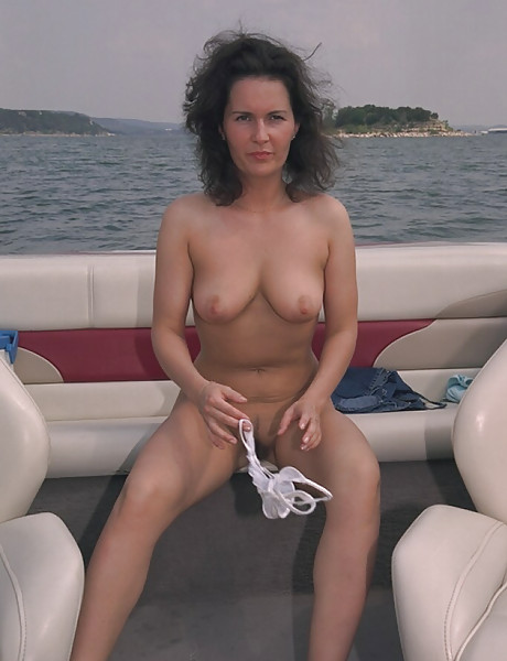 Cute And Sexy Amateur Wife Gets Naked On A Boat And Shows -9184