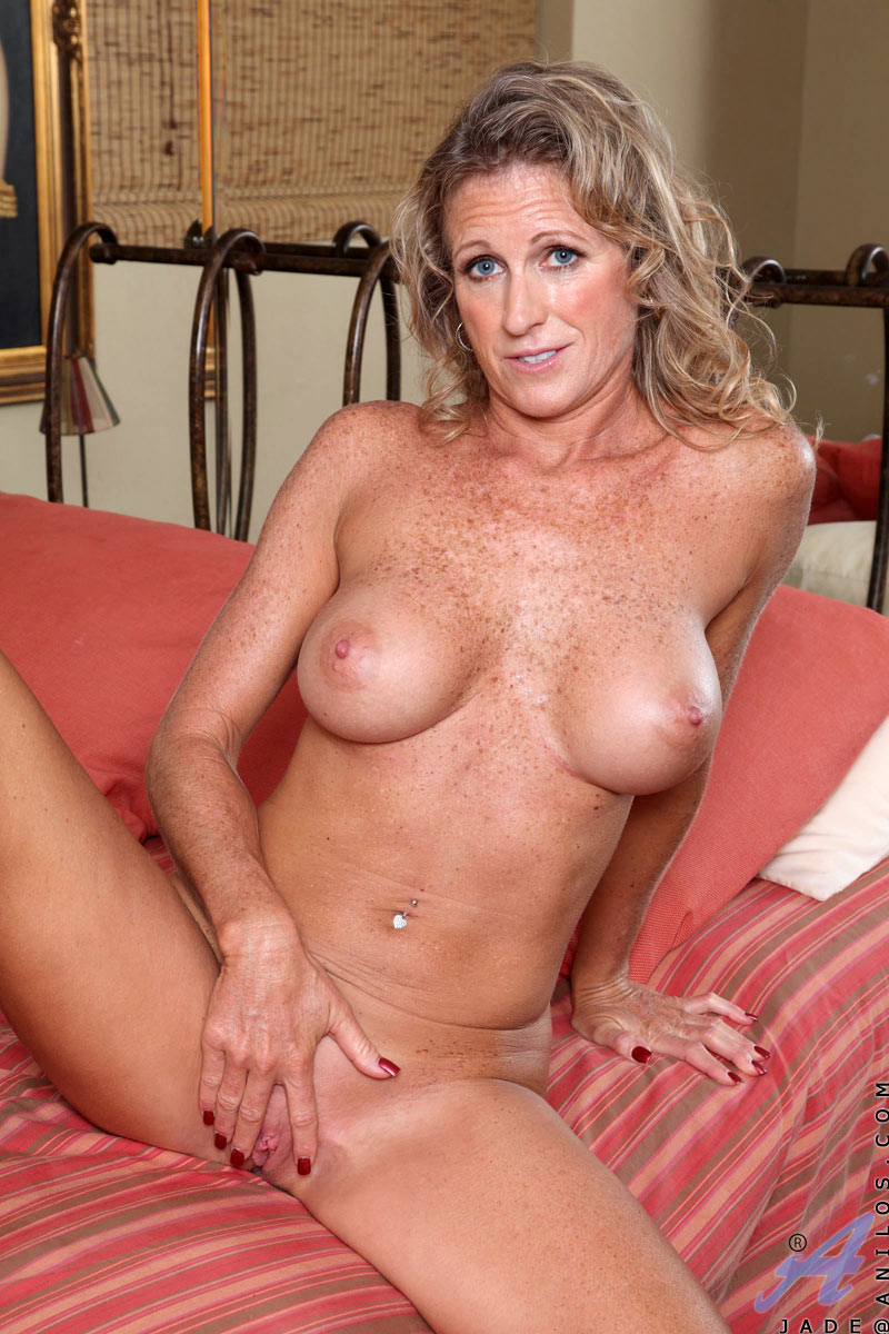 Horny Milf With Gorgeous Big Boobs And Sexy Freckles All -2968