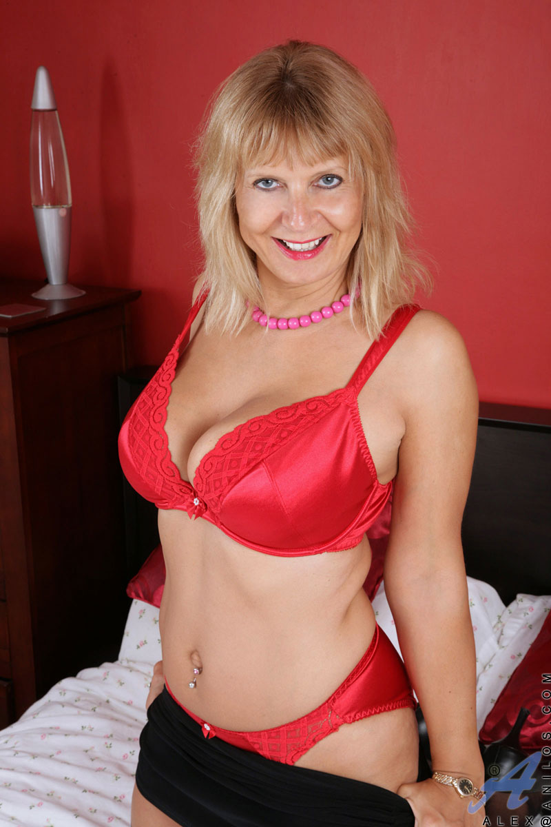 Horny Blonde Granny With Big Hanging Boobs In Sexy Red -2639