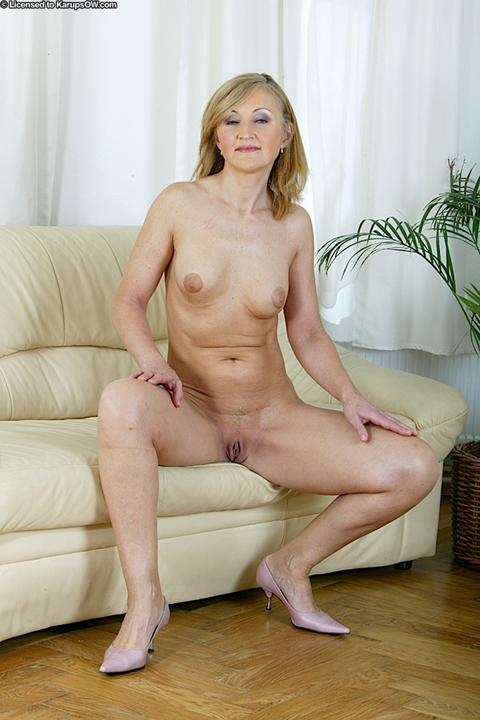 grannies Sexy nude blonde