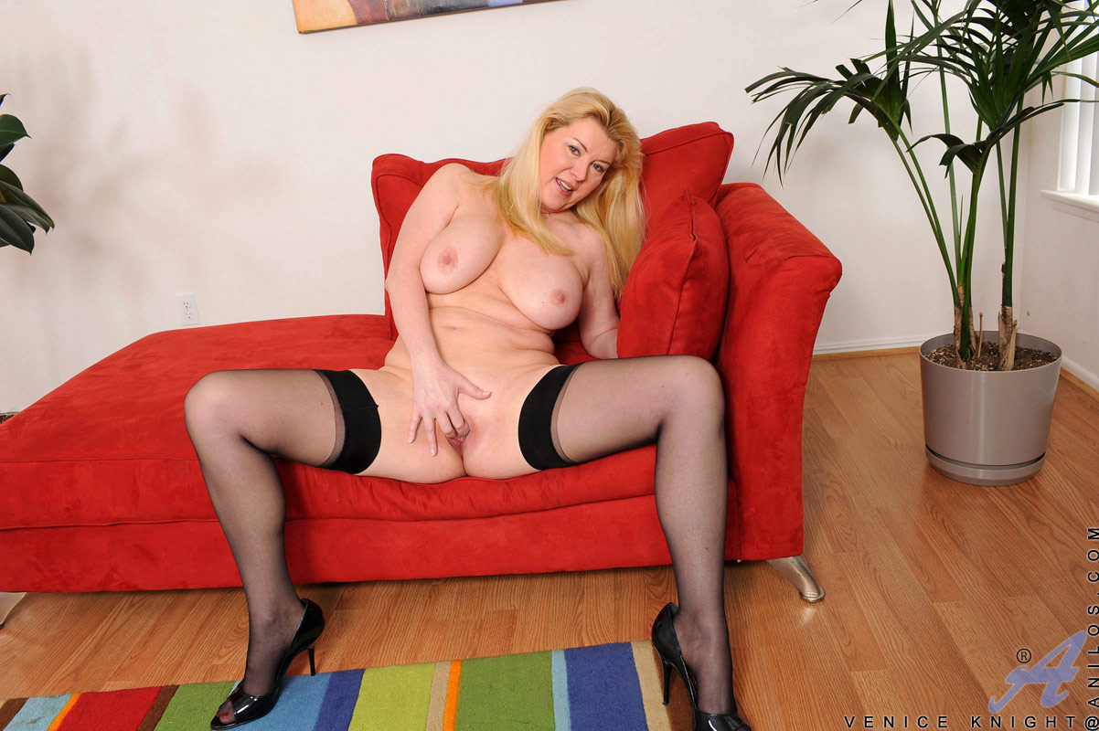 Red hot blonde bbw