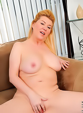 Hot curvy mama with a soft body and big saggy boobs fingering her shaved pussy