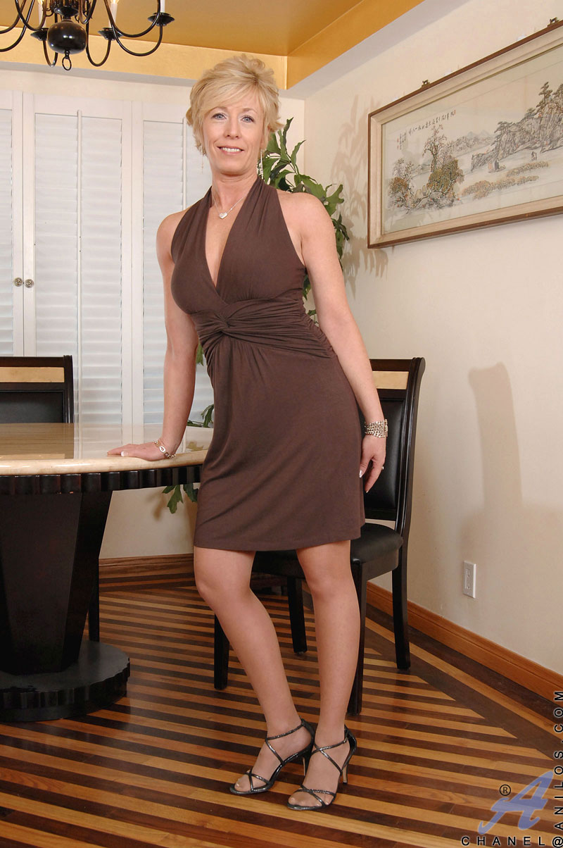 Horny Granny In Sexy Tight Dress Stripping And -2895