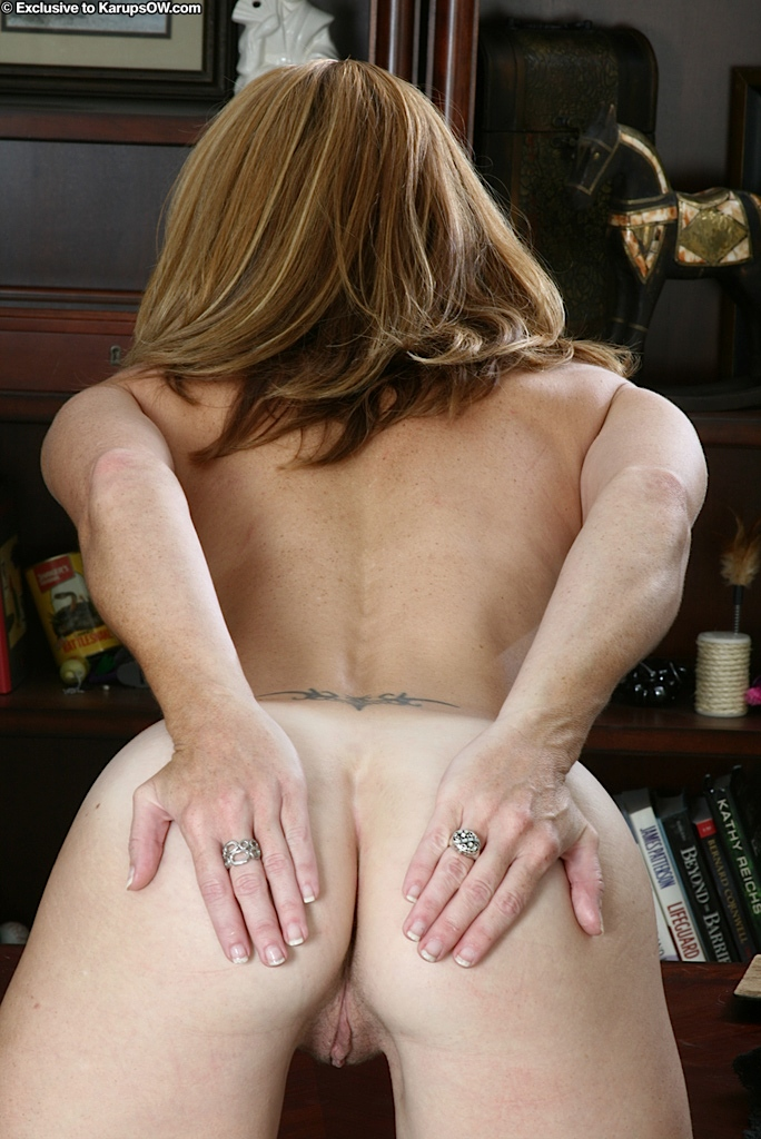 Sexy Secretary In A Tiny Hot Skirt Stripping And Fingering Her Wet Pussy In An Office - The Milf-5992