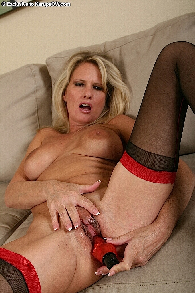 Milf gets off with dildo