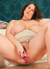 Beautiful chubby MILF gets naked and masturbates with her favorite pink dildo