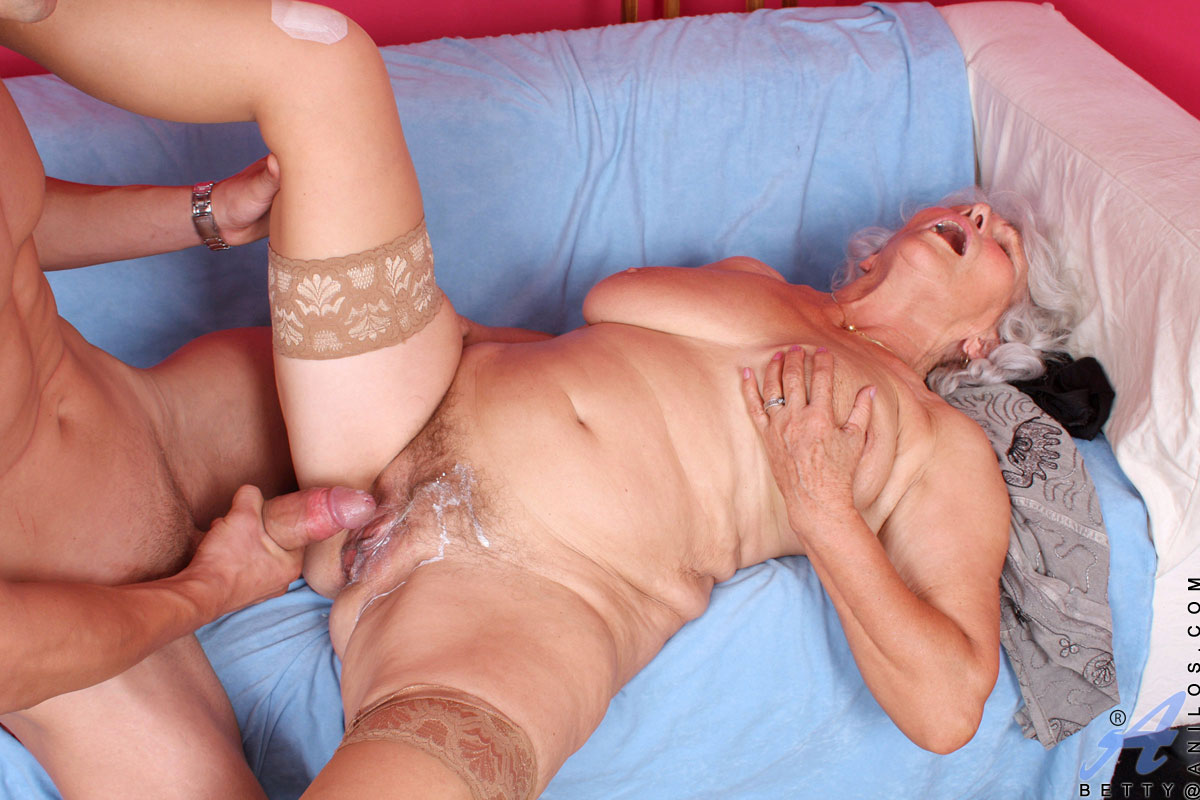 Veronica avluv billy glide in sexy older woman convinces sexy stud to pound her pussy